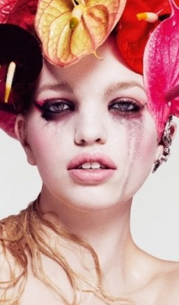 Daphne Groeneveld in The Geisha by Paola Kudacki
