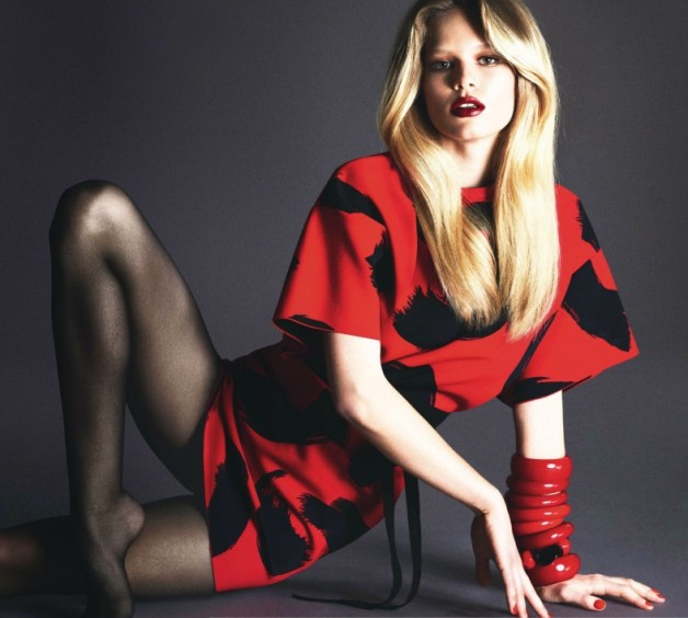 lara-stone-anna-ewers-amanda-wellsh-by-mert-alas-marcus-piggott-for-vogue-paris-march-2014-4