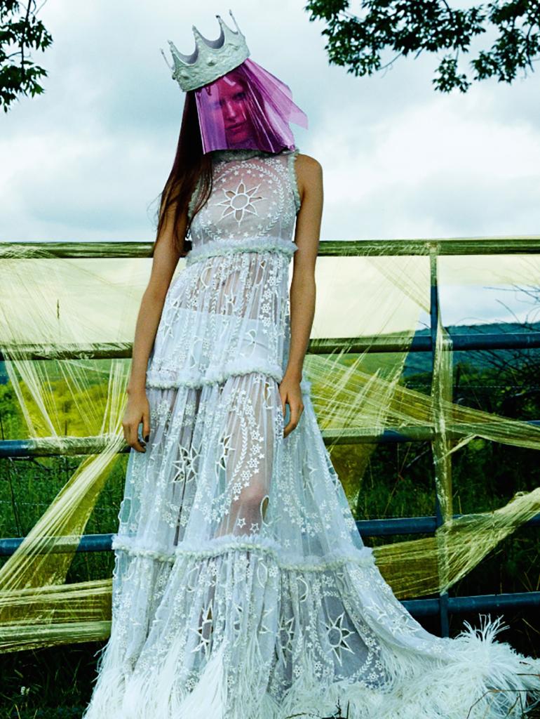 Alisa Ahmann in 'Champ Magnétique' by Greg Kadel For Numéro 8