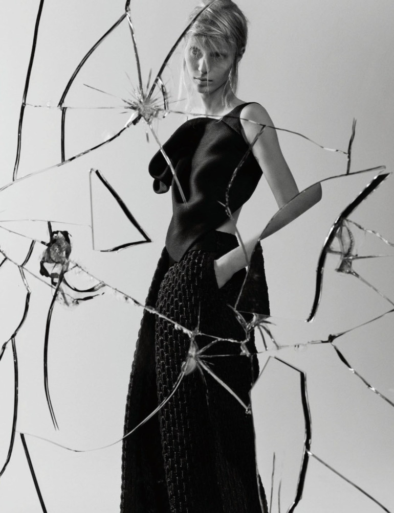 julia-nobis-by-craig-mcdean-for-interview-magazine-april-2015-1