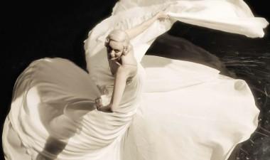 karen-elson-christopher-niquet-by-steven-meisel-for-vogue-italia-april-2015-12