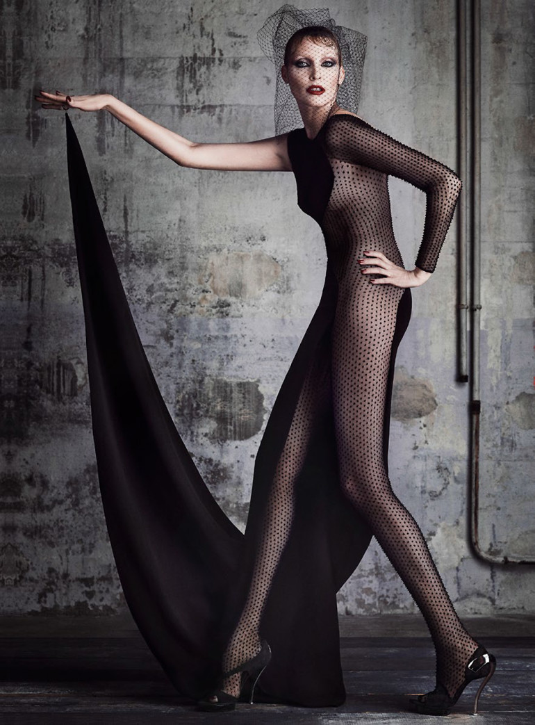nadja-auermann-by-iango-henzi-luigi-murenu-for-vanity-fair-france-june-2015-8 (1)