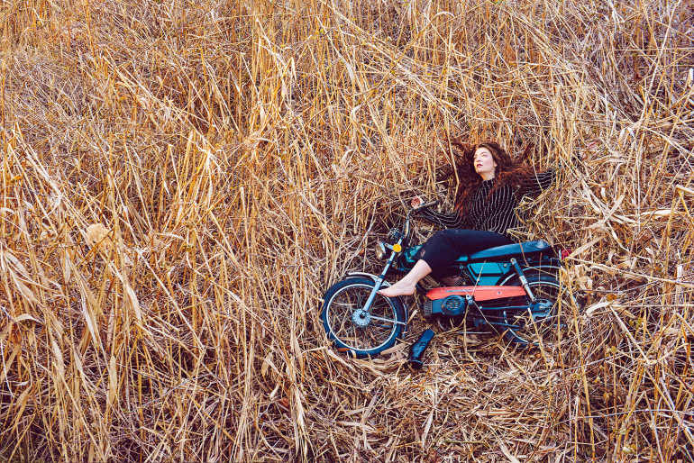 lorde-02-dazed-summer-2015-by-ryan-mcginley (1)