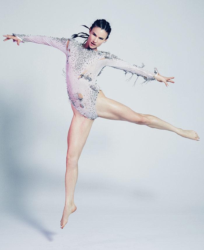 Juliette_Lewis_dancing_