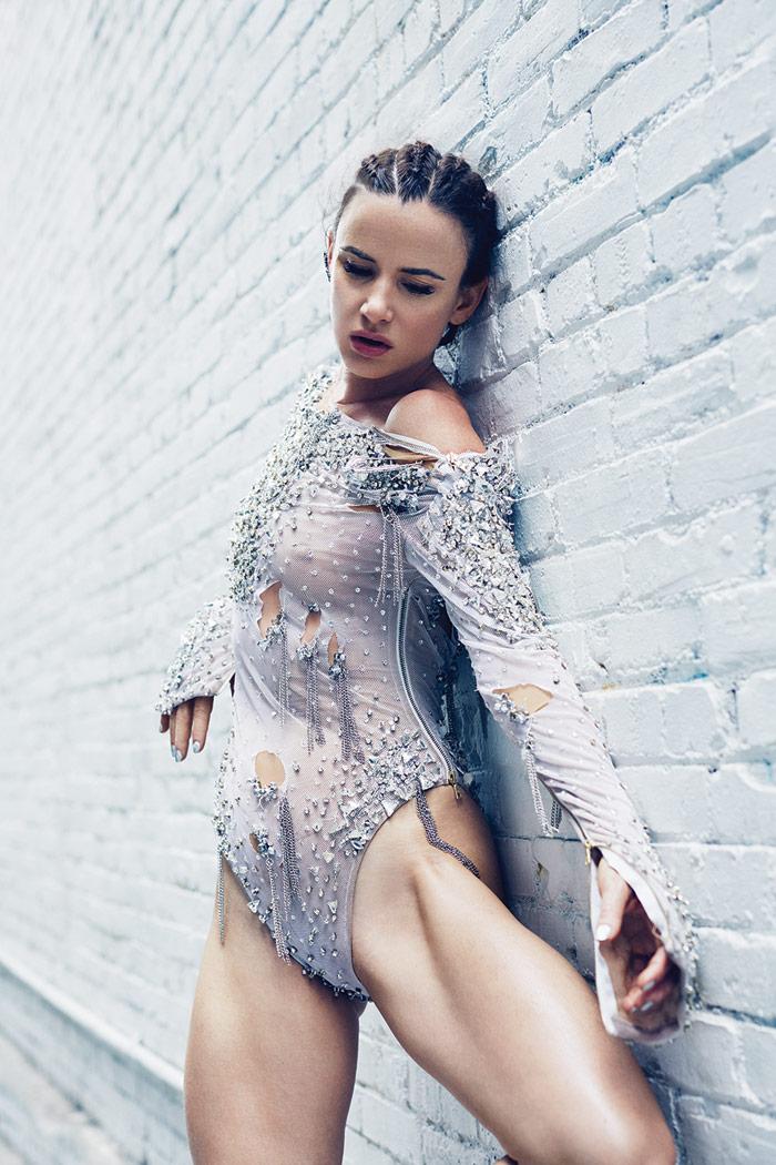 Juliette_Lewis_modeling_photo