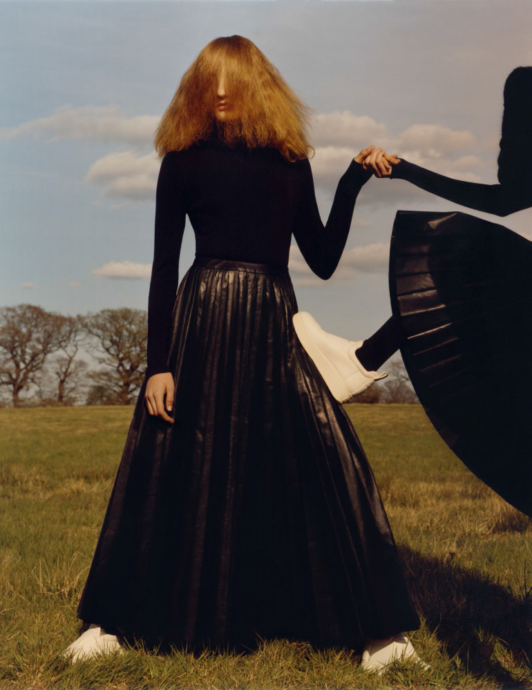 agnes-nieske-aya-jones-estella-boersma-willow-hand-by-jamie-hawkesworth-for-vogue-uk-september-2015-14 (1)