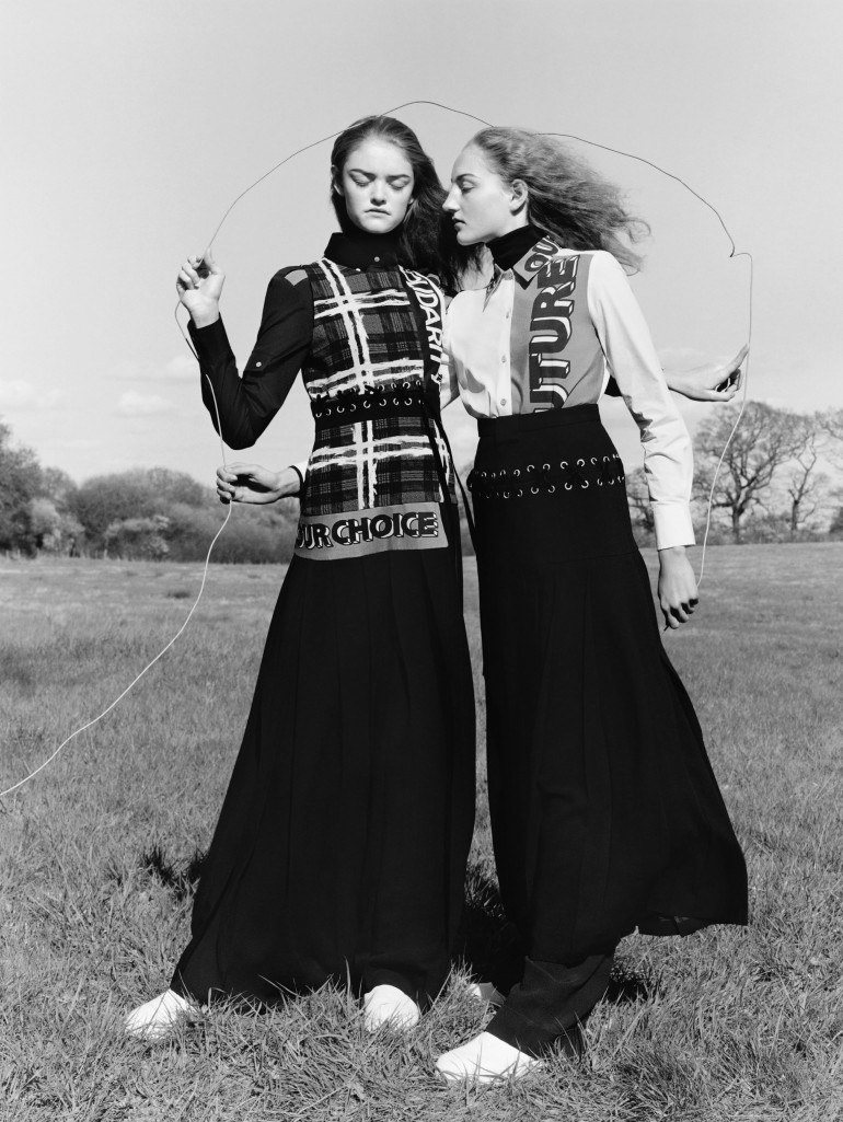 agnes-nieske-aya-jones-estella-boersma-willow-hand-by-jamie-hawkesworth-for-vogue-uk-september-2015-5