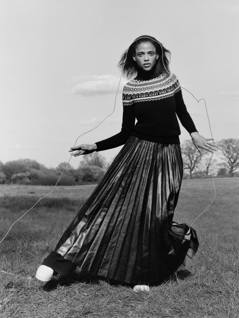 agnes-nieske-aya-jones-estella-boersma-willow-hand-by-jamie-hawkesworth-for-vogue-uk-september-2015-9
