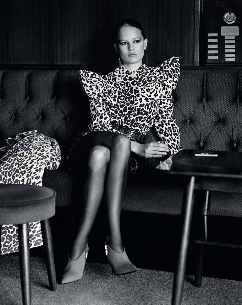 anna-ewers-by-alasdair-mclellan-for-vogue-uk-september-2015-11