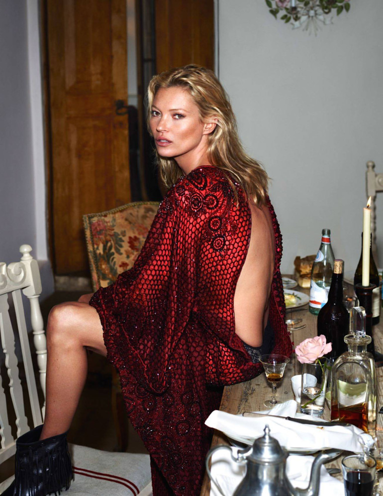 kate-moss-by-mert-alas-marcus-piggott-for-vogue-paris-october-20151 (1)