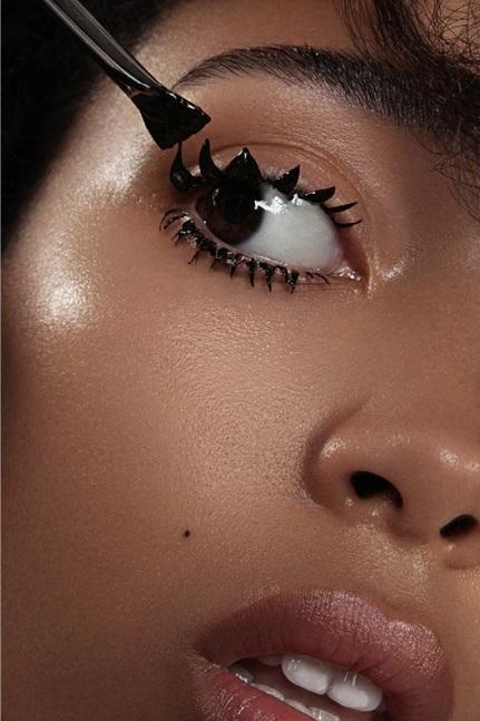 Schon_Magazine_maquillage2-1000x647