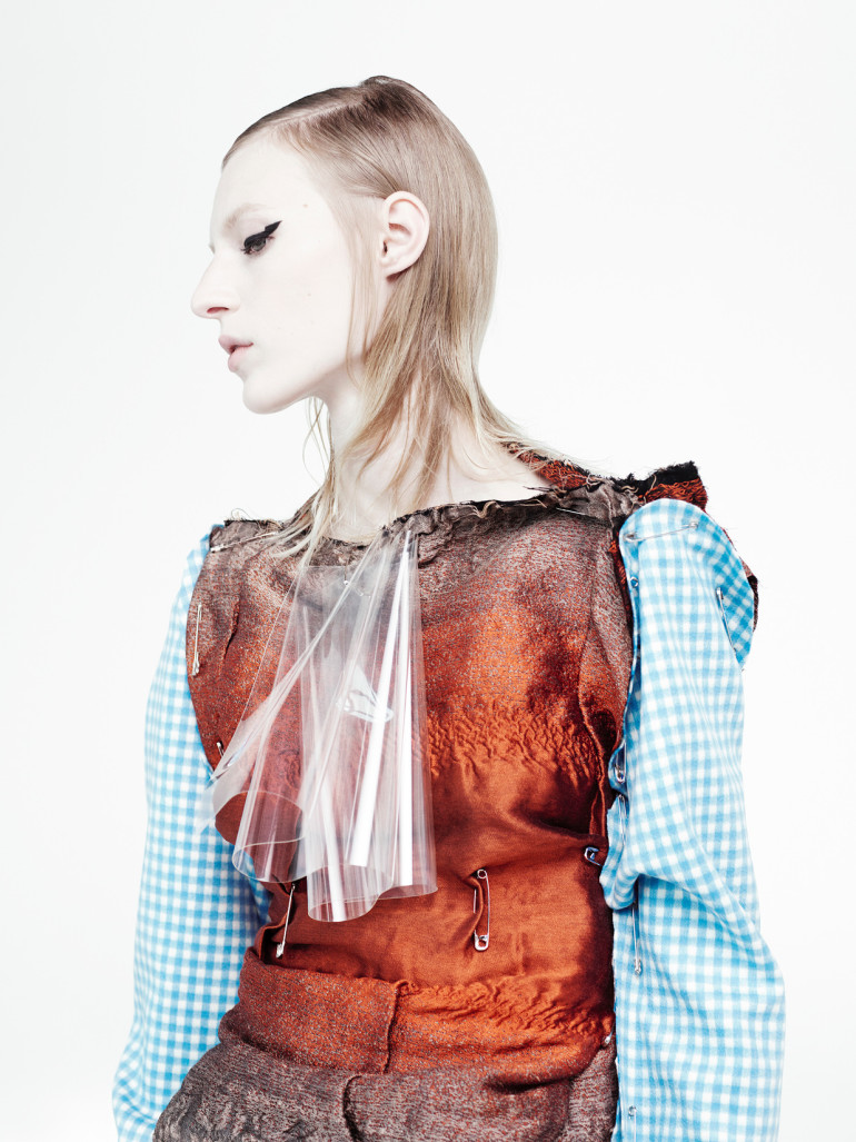 julia-nobis-by-willy-vanderperre-for-document-journal-fallwinter-2015-14 (1)