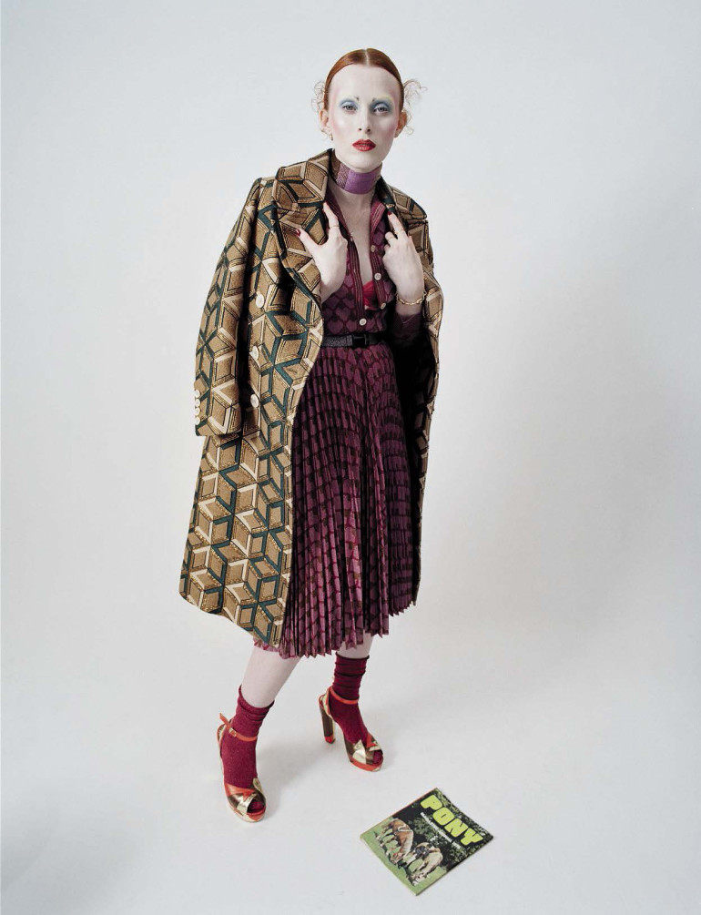 karen-elson-by-tim-walker-for-vogue-italia-december-2015-22