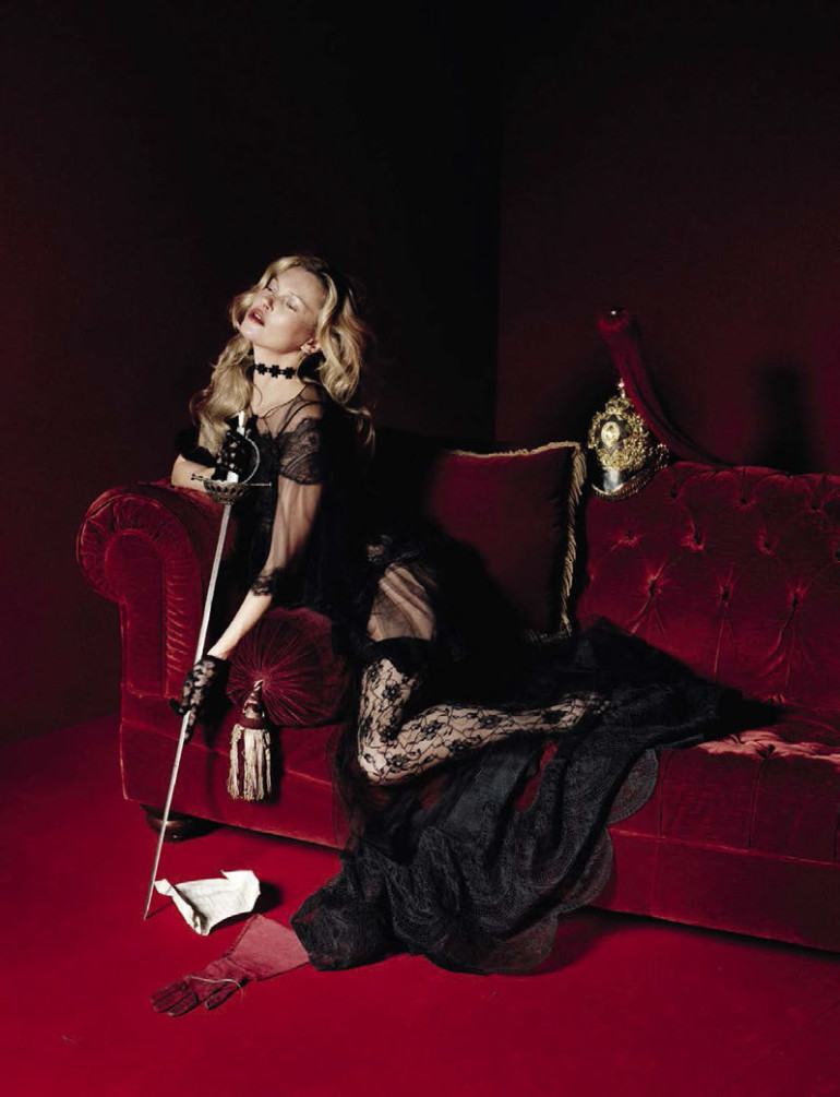 kate-moss-by-tim-walker-for-vogue-italia-december-2015-3