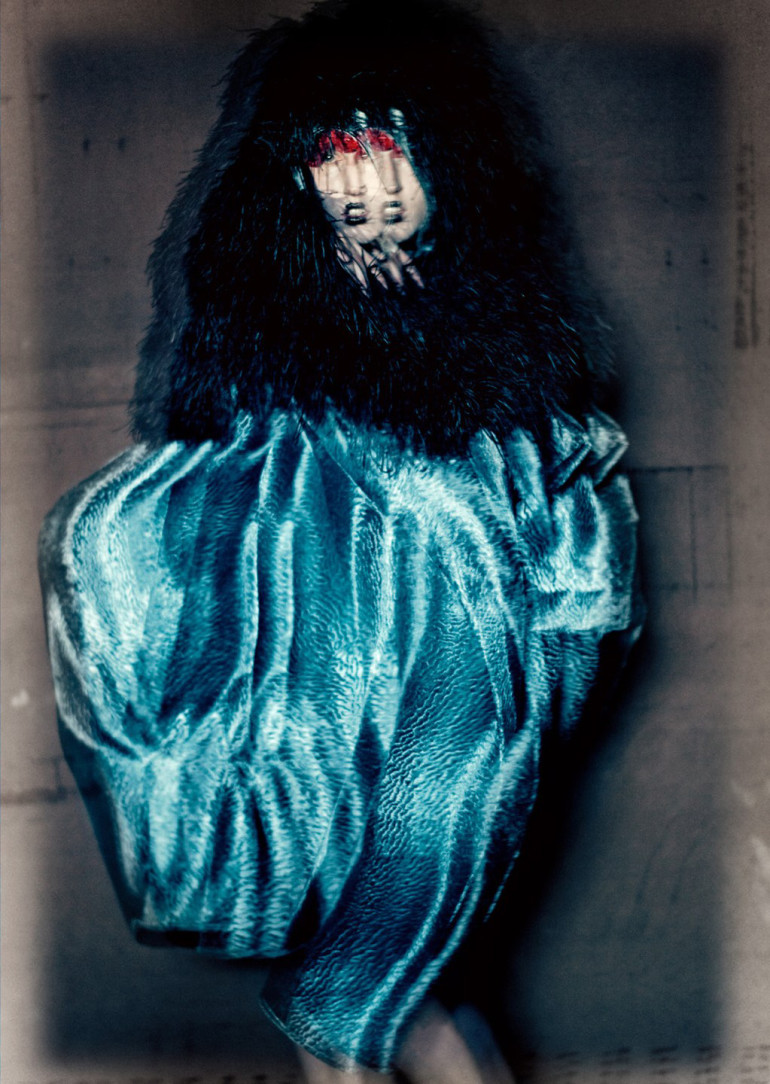 blue-witches-anna-cleveland-by-paolo-roversi-for-luncheon-magazine-spring-summer-2016-7