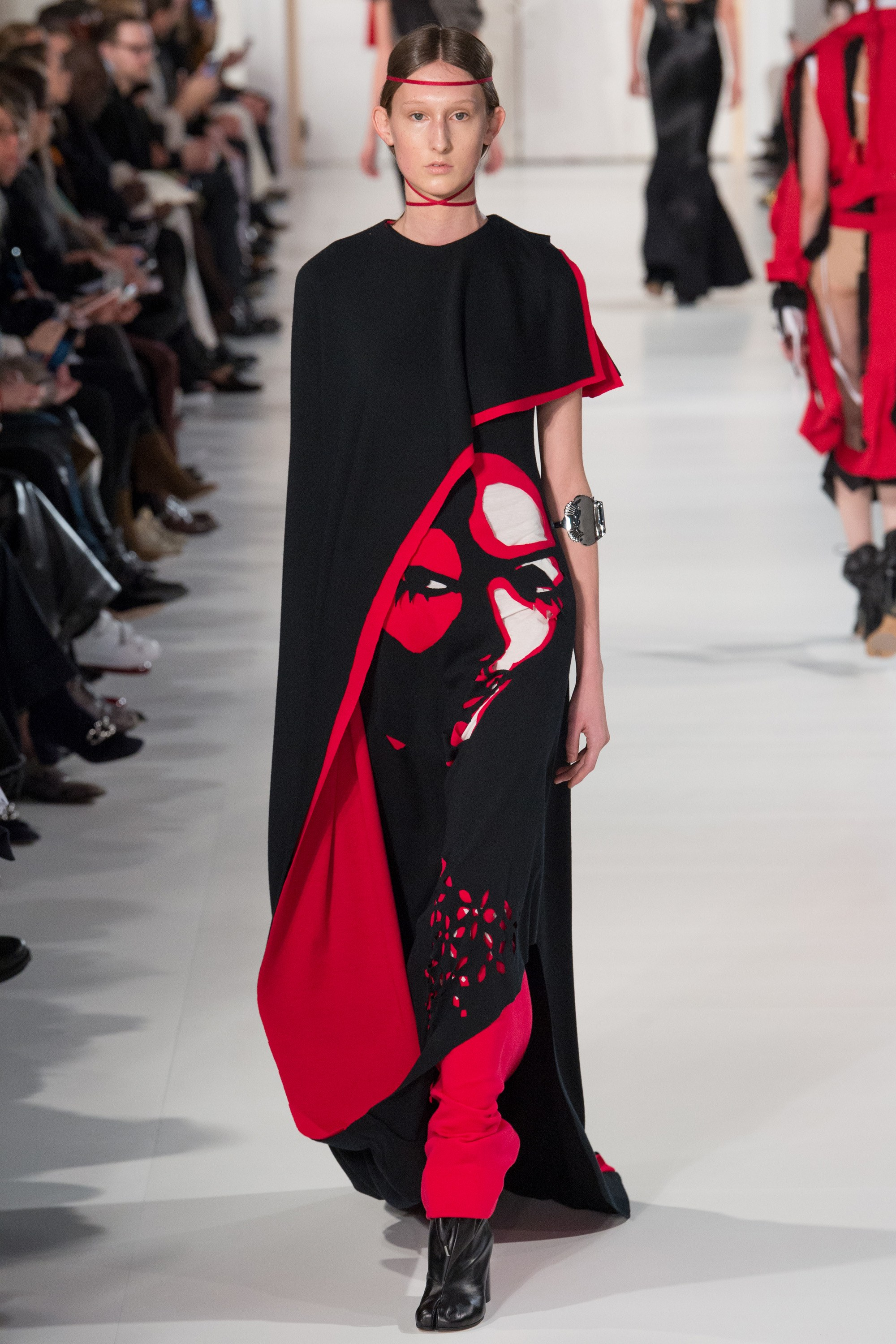 Maison margiela schiaparelli steal the spring 2017 shows for Fashion maison