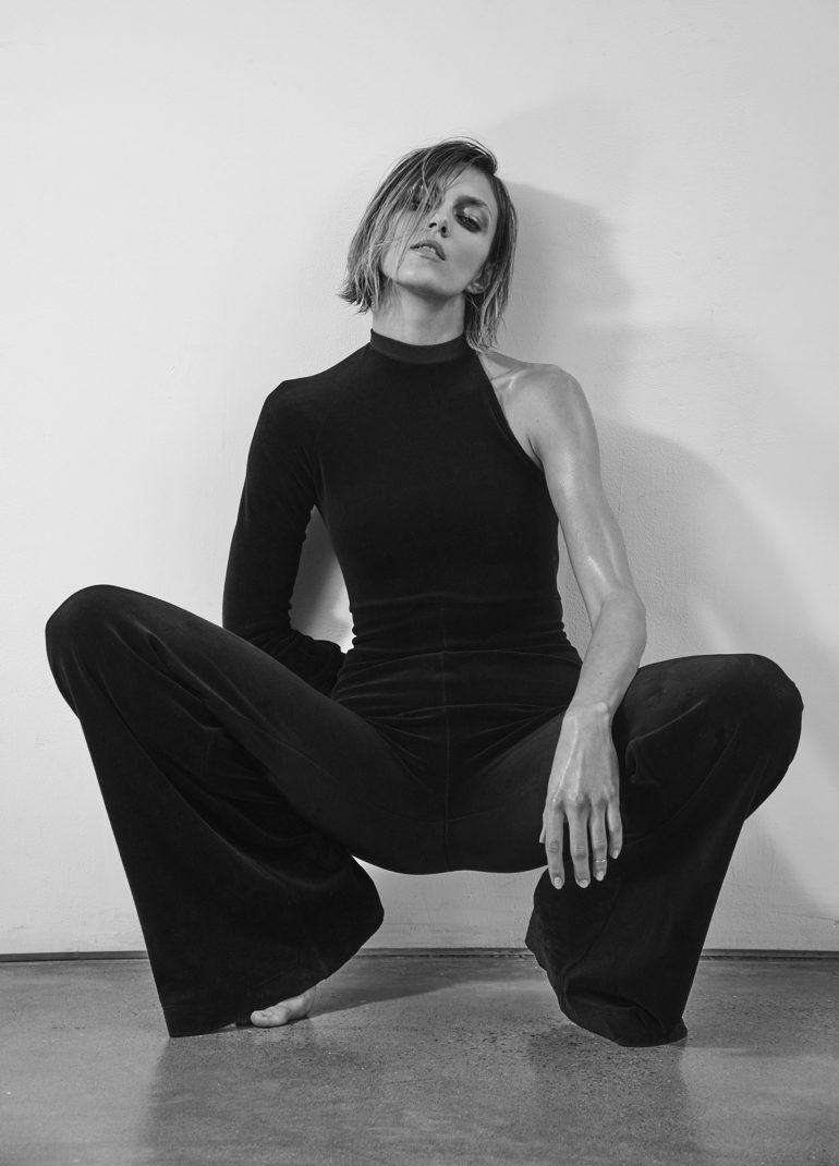 Vogue_Ukraine_February_2017_Anja_Rubik_by_Chris (1)